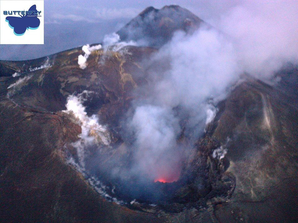 Etna Bocca nuova - incandescence  et dégazage le 20.09.2018 - photo J.Nasi / Butterfly Helicopters
