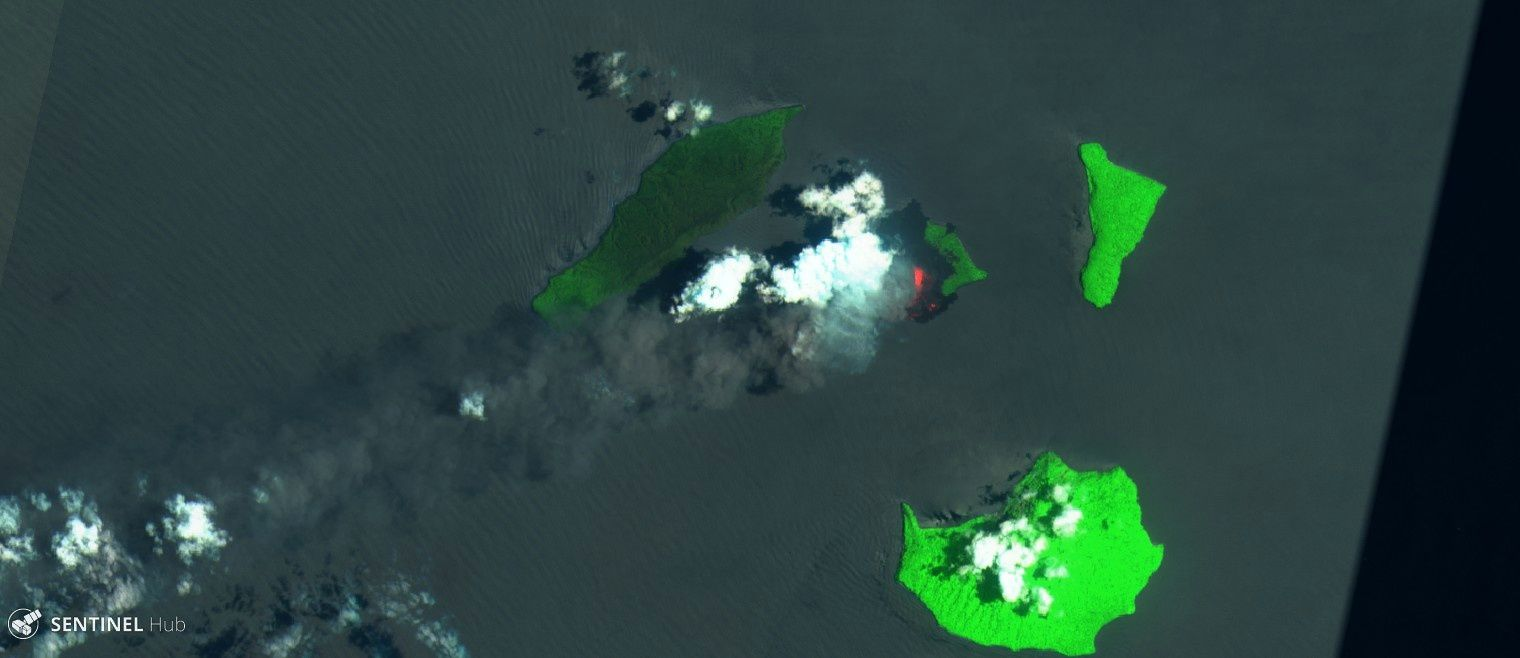 Anak Krakatau - Sentinel 2 images from 25.09.2018 : top, SWIR, bottom, Bands 12,11,4 - one click to enlarge