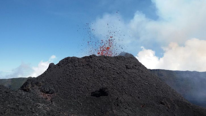 Piton de La Fournaise - view of the eruptive site on September 29, 2018, around 11:00 local time (© OVPF / IPGP).