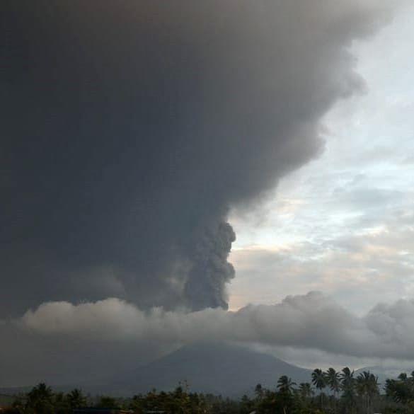 Soputan - 03.10.2018 / 17:23 Wita - photo Sadrah Peranginangin / Beidar Sinabung