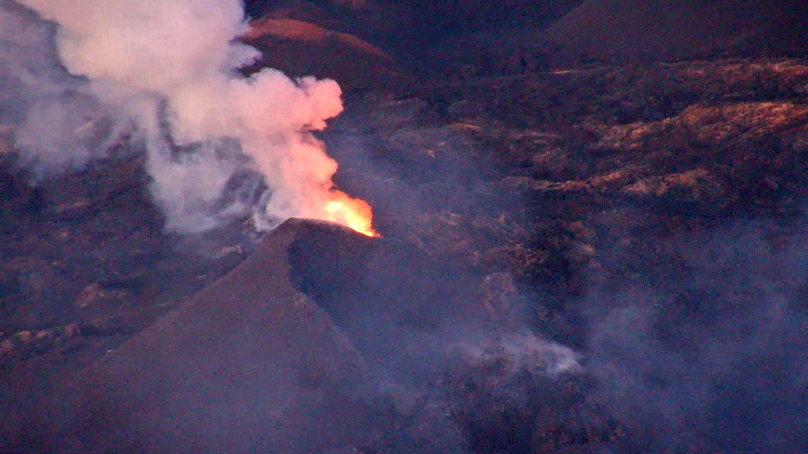 Piton de La Fournaise - the eruptive site this 5 October 2018 / 18h32 -33 - webcam IRT / OVPF