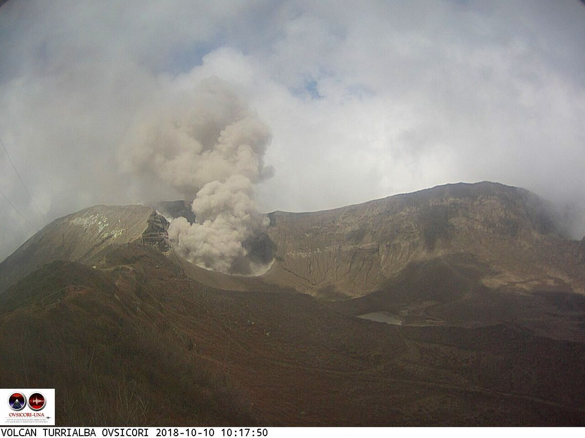 Turrialba - ash emissions on 10.10.2018, respectively at 6:59 and 10:17 - webcam Ovsicori