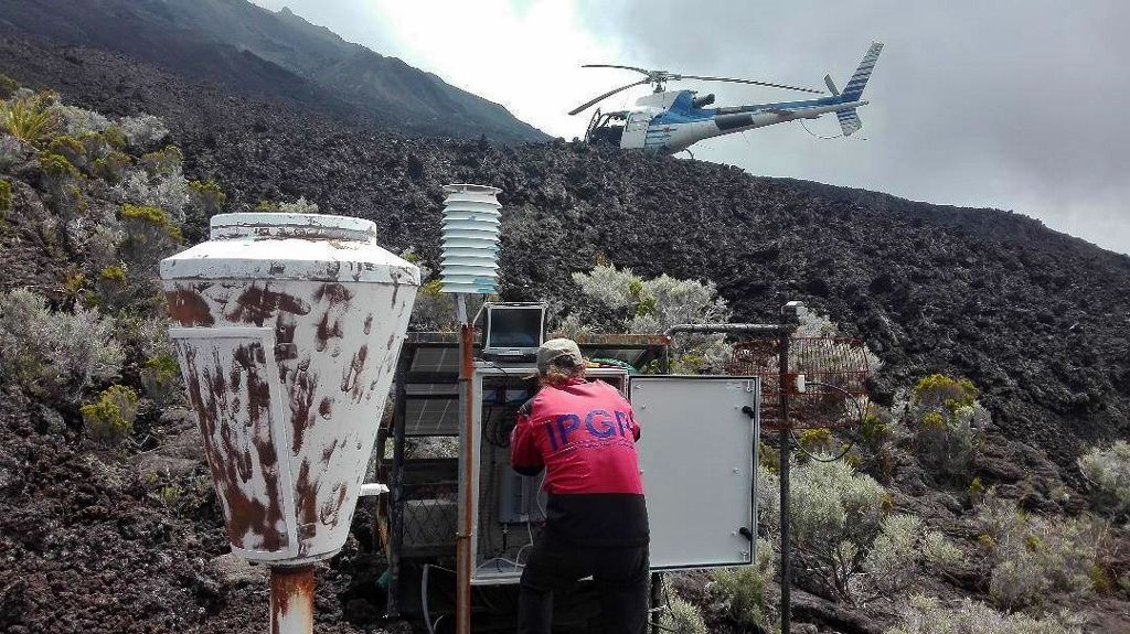 Piton de La Fournaise - 14.10.2018 - Maintenance by the teams of the OVPF / IPGP
