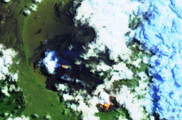 Piton de La Fournaise - 14.10.2018 - Sentinel image 2 bands 12,11,4