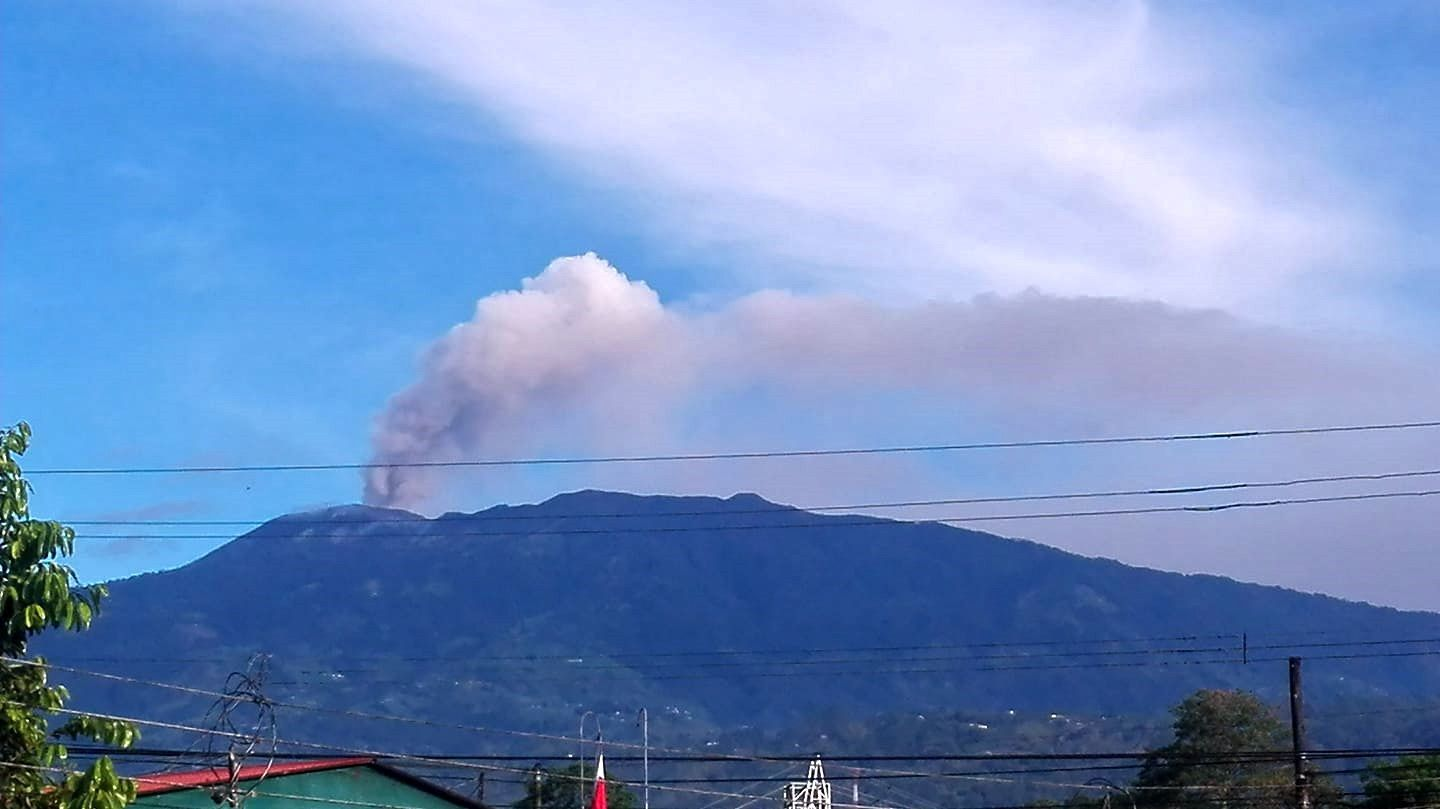 Turrialba, seen from the valley on 15.10.2018 - photo Katica Guzmán via Ovsicori / FB