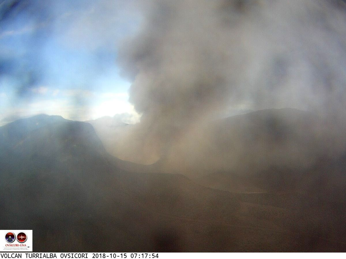 Turrialba - 15.10.2018 - respectivement à 6h et 7h20 - webcam Ovsicori