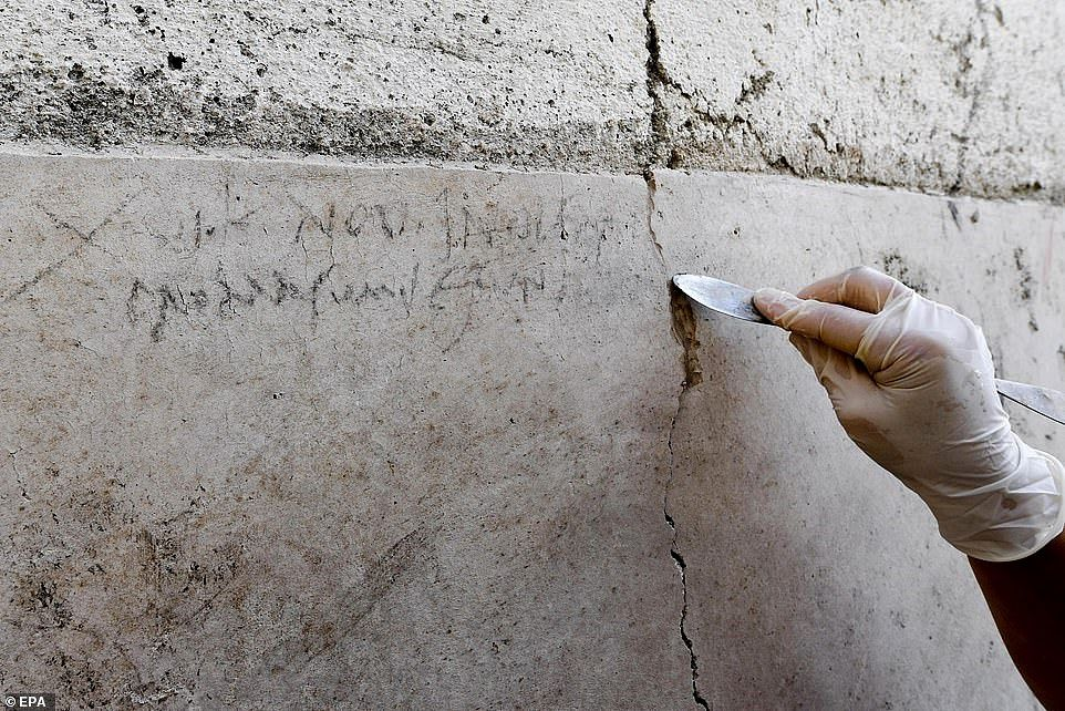 Pompei, inscription on a wall dating from the eruption of October Vesuvius 79 - Doc.EPA