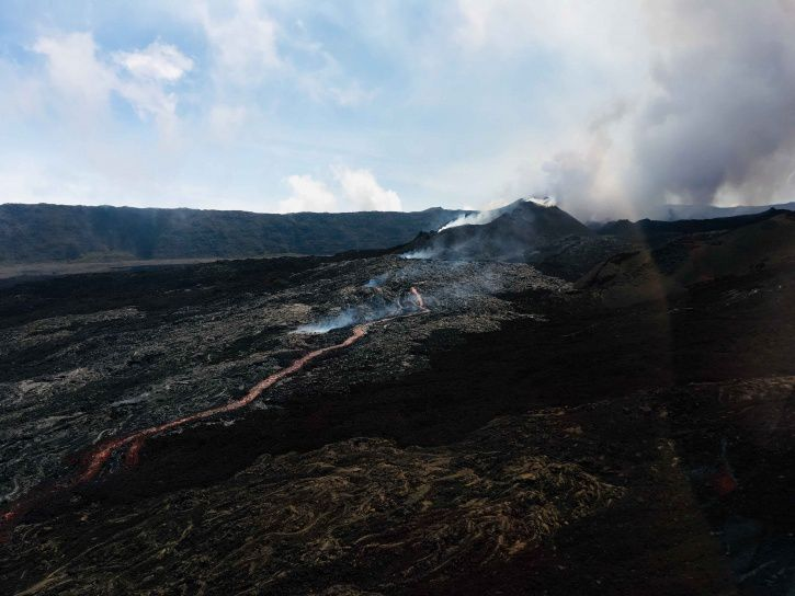 Piton de La Fournaise - Shots of the eruptive site on October 18th at 11:00 am local time. (© OVPF / IPGP)