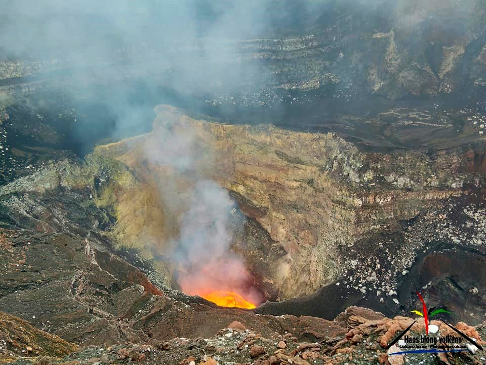 Benbow - up, the main lava lake and down, the secondary lava lake - Haos Blong volkeno photos
