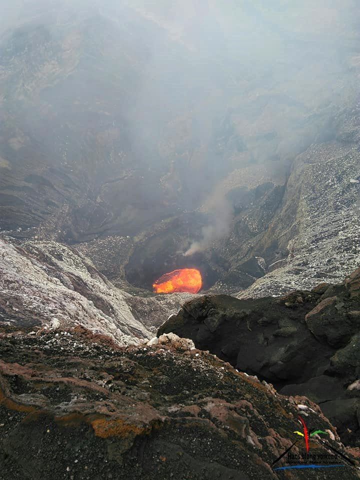 Marum - photo above, the Mbwelesu lava lake and downstairs, the Niri Mbwelesu - photos Haos Blong Volkeno