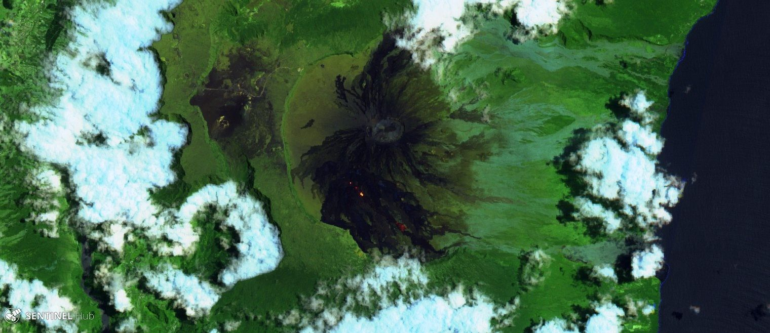 Piton de la Fournaise - the Enclos Fouqué and the eruptive site 24.10.2018 - image Sentinel 2 Bands 12,11,4 - one click to enlarge