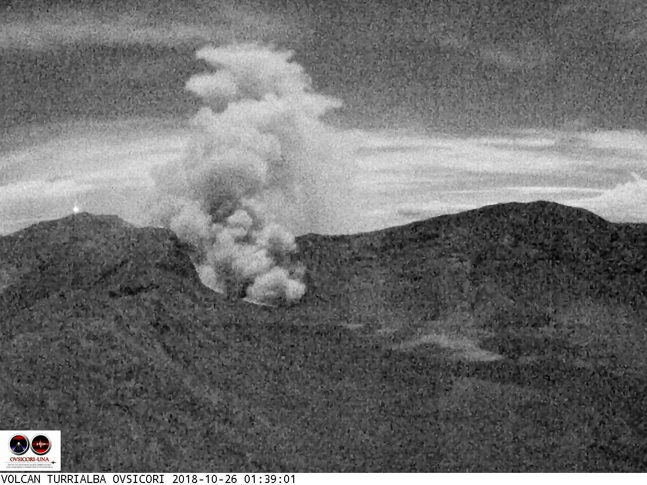 Turrialba - eruptive plume of 26.10.2018 / 01h39 - Webcam Ovsicori