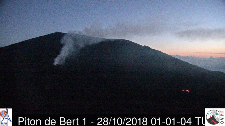 Piton of La Fournaise - 28.10.2018 / at 01.01 and 6h39 UTC (local +4) - Piton Bert Camera (© OVPF / IPGP-IRT)