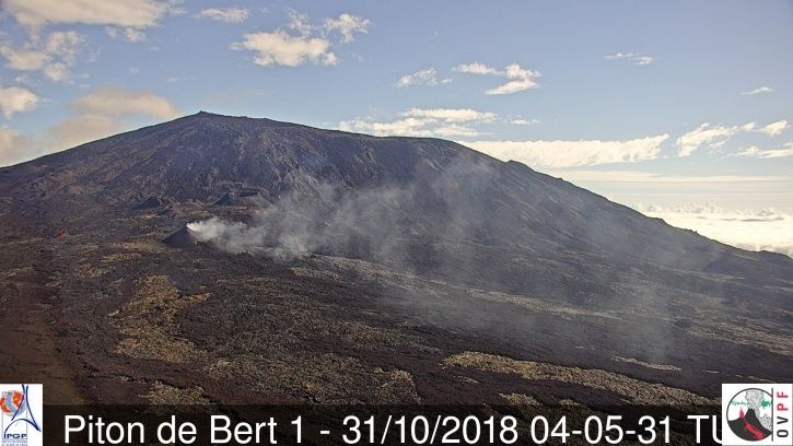 Piton de La Fournaise - net reduction of emissions between local 31.10 / 8h05 and 01.11.2018 / local 6:48 - webcams OVPF Piton de Bert