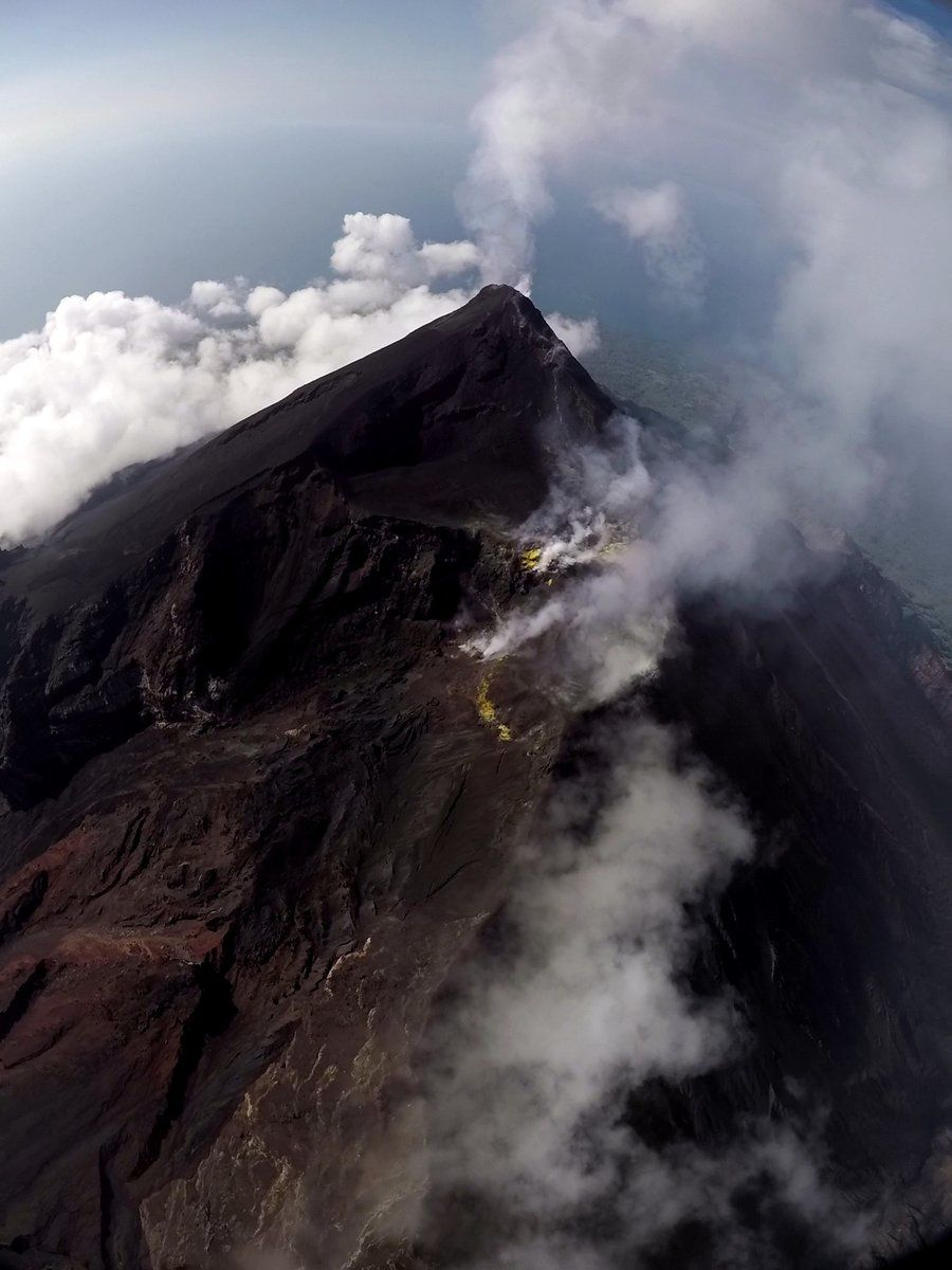 Manam - important degassing at two summit vents - photo DCO drones PNG