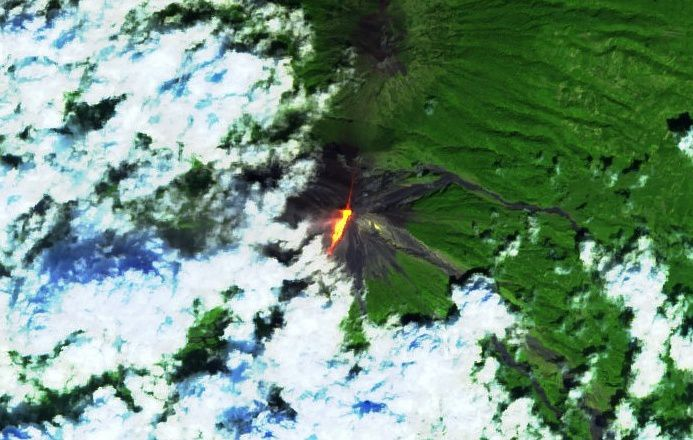 Fuego - lava flow 06.11.2018 - image Sentinel 2 bands 16,11,4 - one click to enlarge