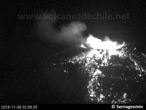 Nevados of Chillan - 07.11.2018 / respectively at 02:03 and 02:08 - webcam Sernageomin / Volcanoes of Chile
