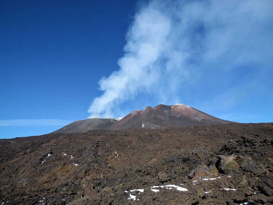 Degassing at Etna on 15.11.2018; on the left, the Bocca Nuova, on the right, the south-east complex, and the north-east emissions, hidden. - photo Gio Giusa