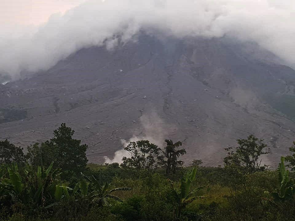 The Sinabung , with fumaroles in the Lauborus river - photo 17.11.2018 Sadrah Peranginangin