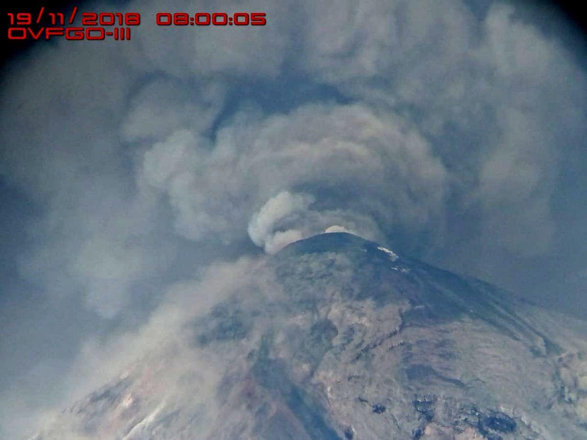 Fuego - the emissions are massives 19.11.2018 / 8:00 - photo OVFGO