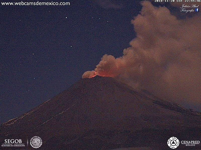 Popocatépetl - 20.11.2018 / 22h55 - night incandescence and important degassing - Webcamsde Mexico