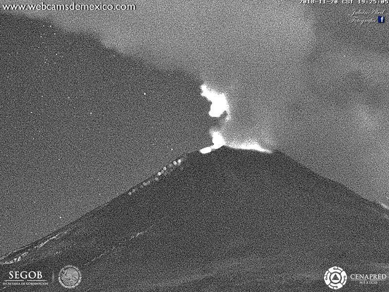 Popocatépetl - 20.11.2018 / 19h25 - expulsion of incandescent fragments on the eastern flank - WebcamsdeMexico