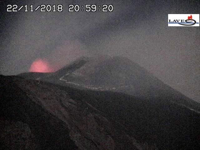 Etna  - 22.11.2018 / 20h59 - webcam LAVE Schiena del Asino