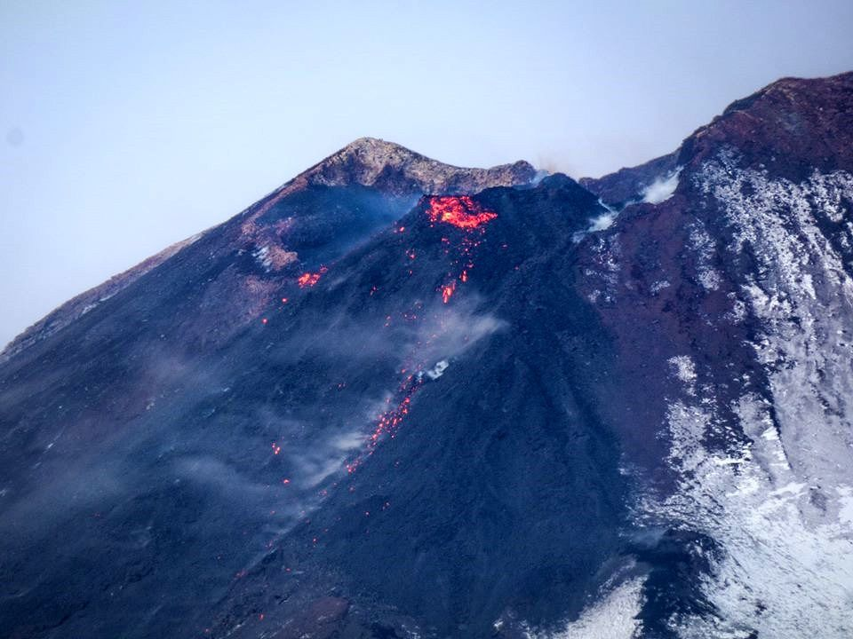 Etna - the intracratic cone on the NSEC flank and the lava flow 05.12.2018 - photo Gio Giusa
