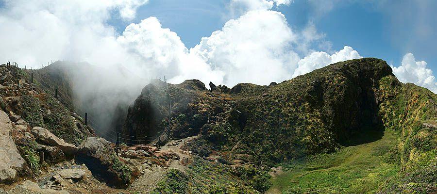 Soufrière  de La Guadeloupe - le gouffre Tarissan, qui devrait son nom à un vétérinaire tombé dedans par accident, au XIXe siècle.- photo Stromboli on line