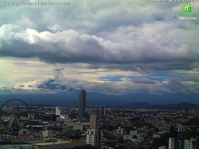 Popocatépetl - the eruptive plume from 06.12.2018 to 13:25 - photos WebcamsdeMexico