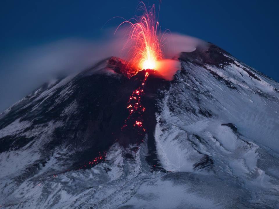 Etna - strombolian activity from the cone of slag, and effusive from the oriental mouth - photo Gio Giusa 29.11.2018