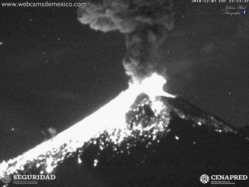 Popocatépetl - explosions from 07.12.2018 to 6h47,22h45 and 23h23 respectively - images WebcamsdeMexico