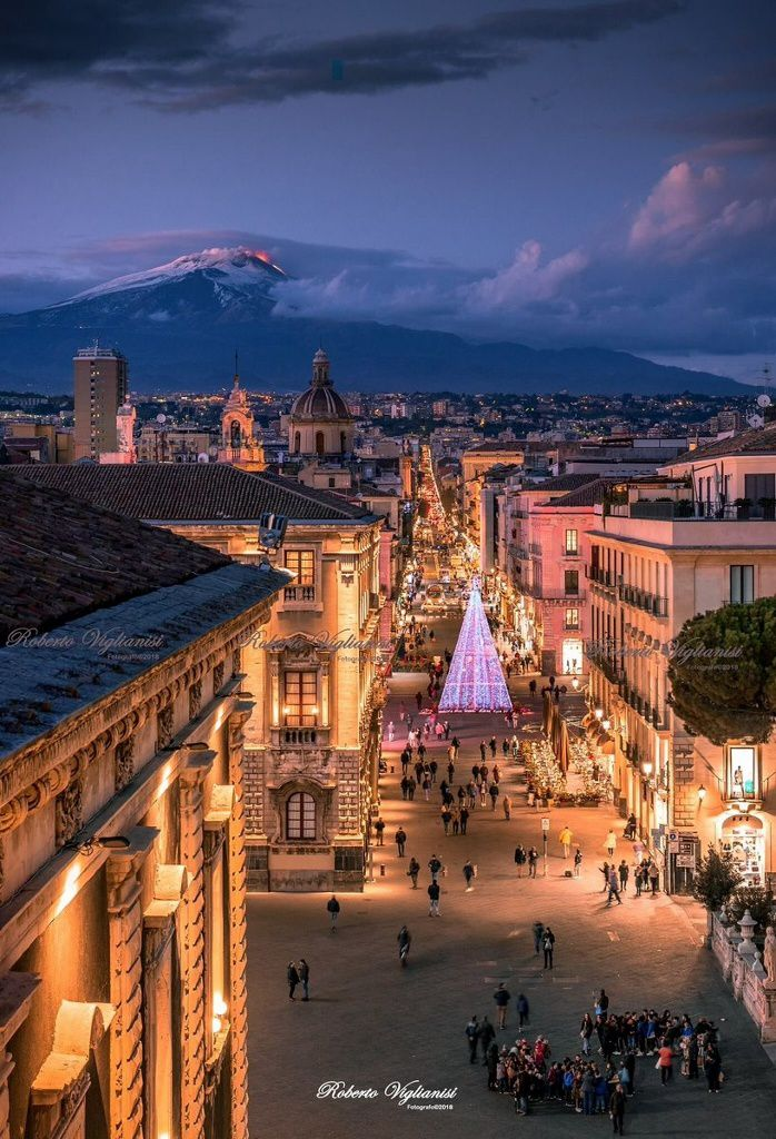 Christmas illuminations in Catania with the participation of Etna - photo Roberto Viglianisi