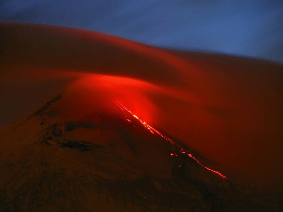 Etna in the evening of 13.12.2018 seen from Santa Venerina - picture Boris Behncke