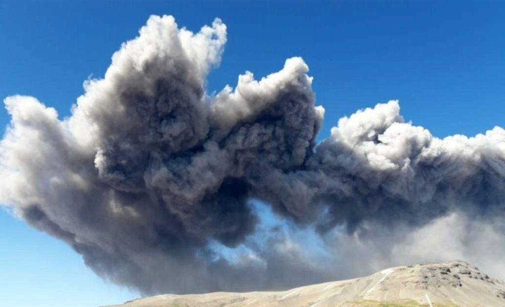 Planchón Peteroa - emission of ashes on 14.12.2018 - photo Gendarmería Nacional Argentina
