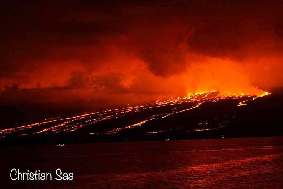 Sierra Negra - fissures and active flows 26.06.2018 - photo Christian Saa - aboard National Geographic Endeavor.