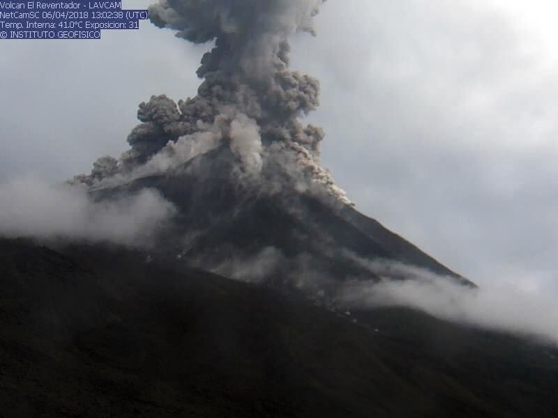 Reventador - eruptive plume and pyroclastic flows 06.04.2018 - IGEPN webcam photo