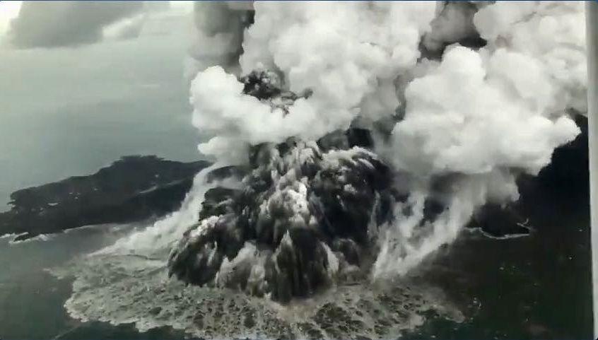 Anak Krakatau -photo susiair 23.12.2018 -  Capt. Mykola from Susi Air via hudasafiro / Twitter