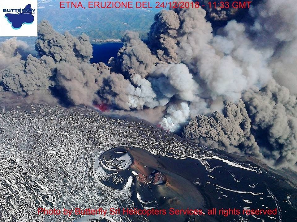 Etna - the fissural eruption this 24.12.2018 / 11:33 GMT - photo J.Nasi / Butterfly Helicopters