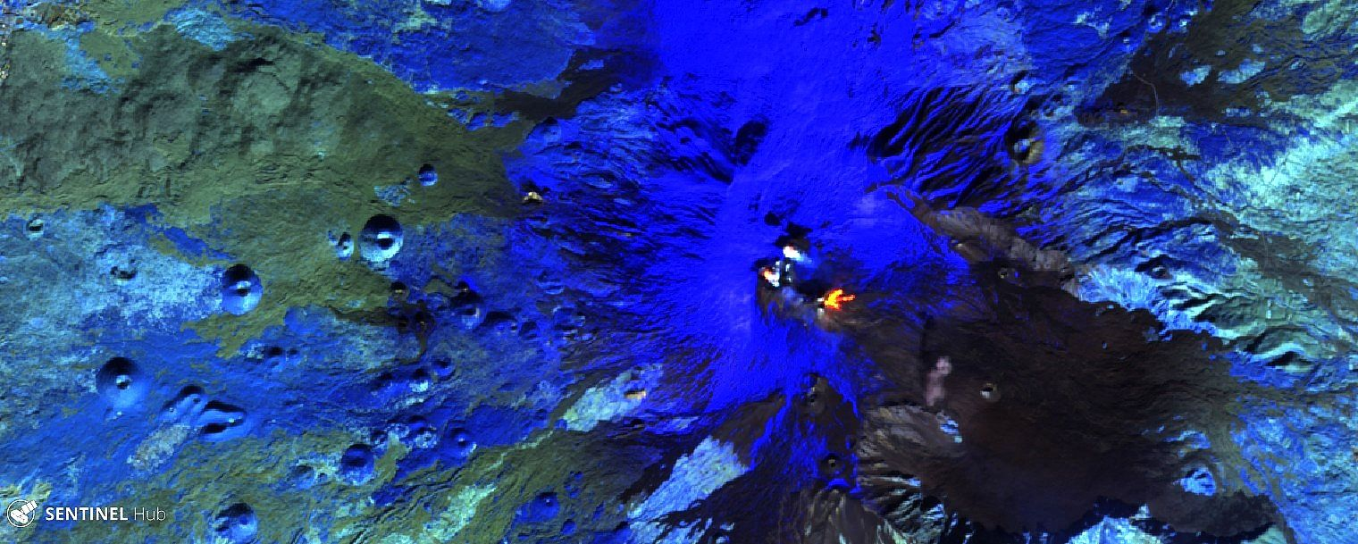Etna - image Sentinel 2 bands 12,11,8A from 24.12.2018 - one click to enlarge; in this configuration, the snowy areas are in blue.