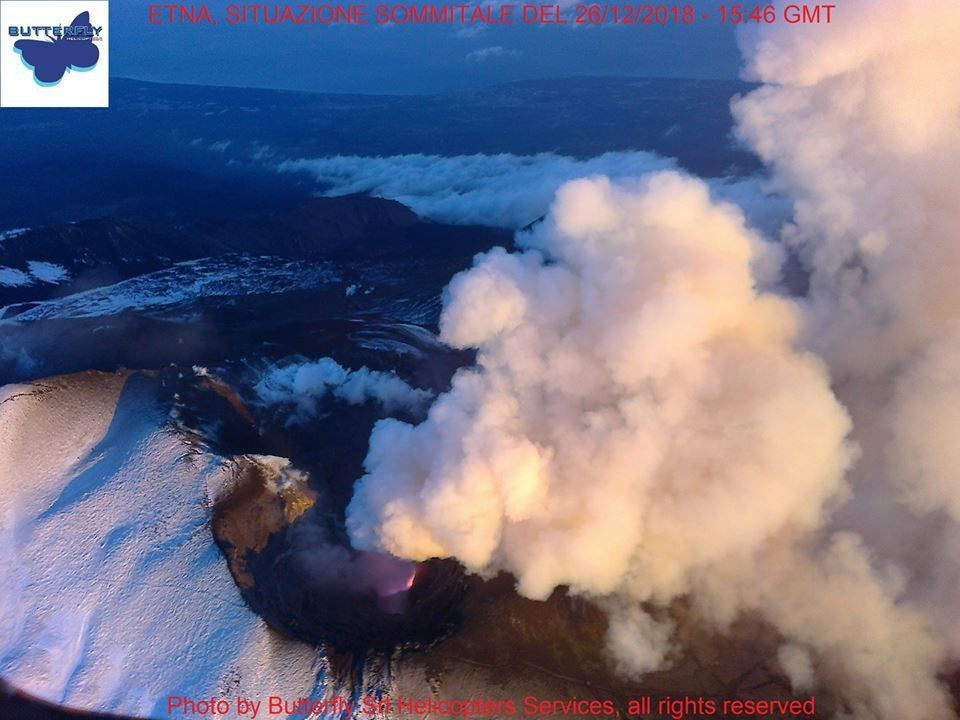 Etna  - dégazage sommital - photo  J.Nasi / Butterfly Helicopters 26.12.2018 / 15h46 GMT