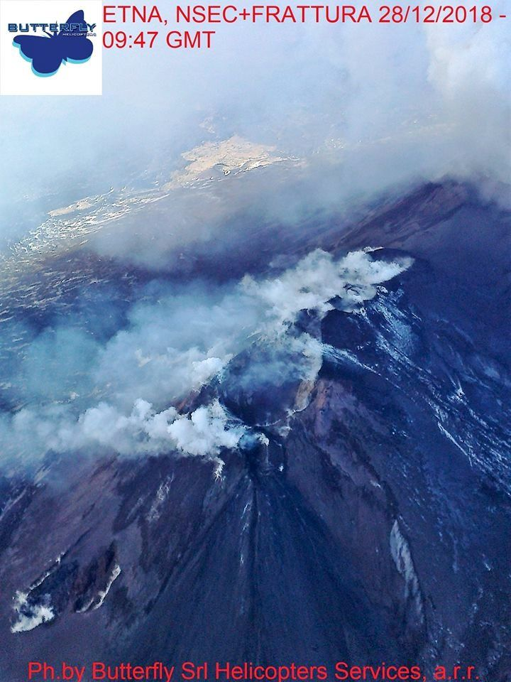 Etna - the NSEC & the eruptive crack - photos Joseph Nasi / Butterfly helicopters 28.12.2018 / 9h47-48 GMT