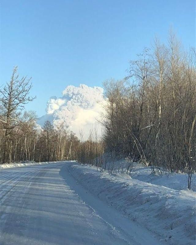 Sheveluch - plume and pyroclastic flow of 04.01.2019 - photo Kirill Bakanov
