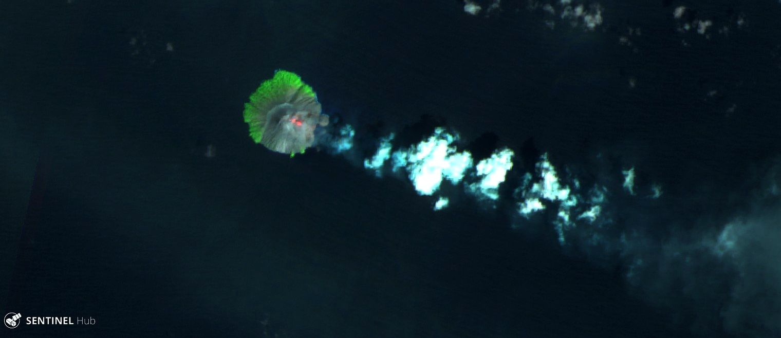 Kadovar - images Sentinel 2 SWIR, respectively on the 5th (image cut off) and 11.01.2019 - there are two hotspots at the top of the island - one click to enlarge