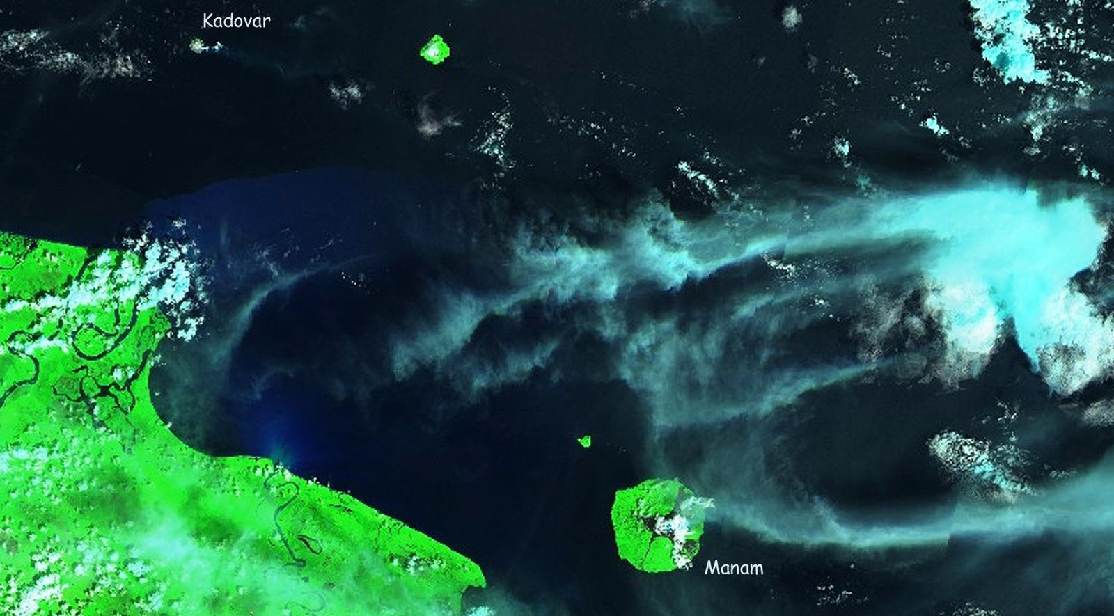 The 2 active volcanoes in PNG on this image Sentinel 2 SWIR of 10.01.2019 - one click to enlarge
