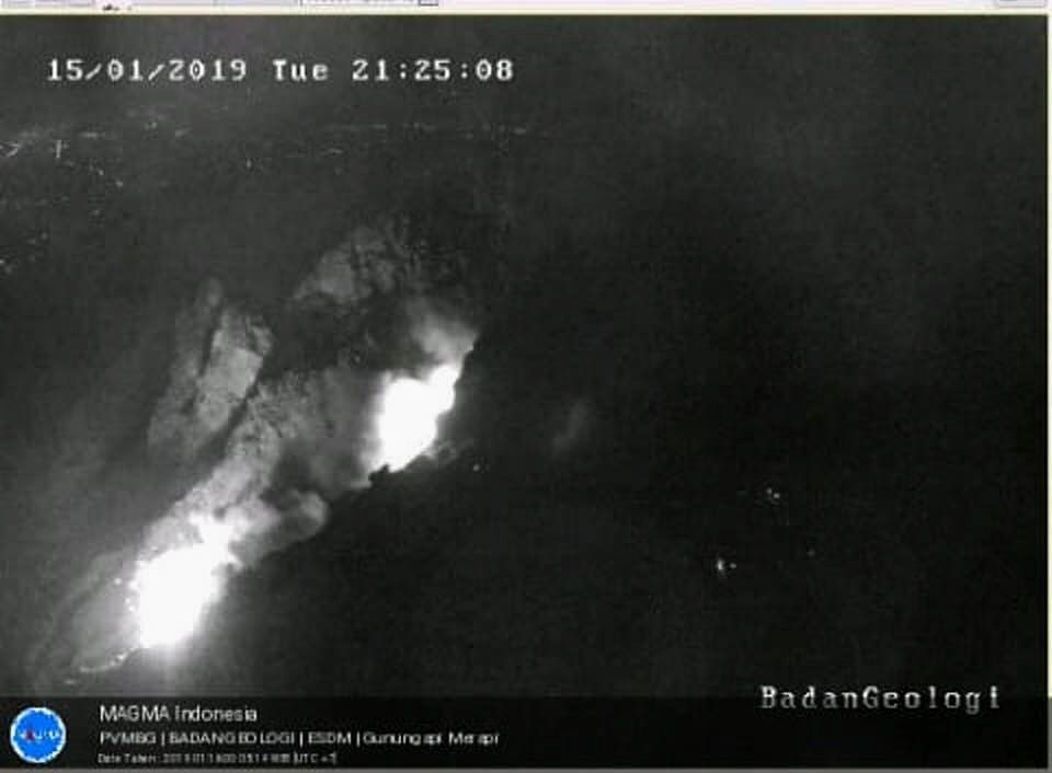 Merapi - collapse of blocks and incandescence of the dome on 15.01.2017 / 21h25 - Doc. Magma Indonesia