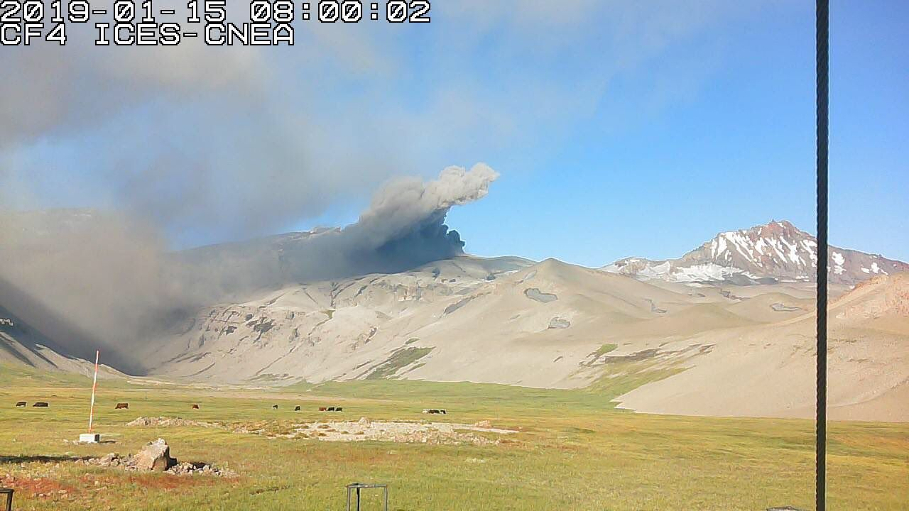 Planchon Peteroa - 15.01.2019, respectively at 08h and 15h - webcam ICES - CNEA