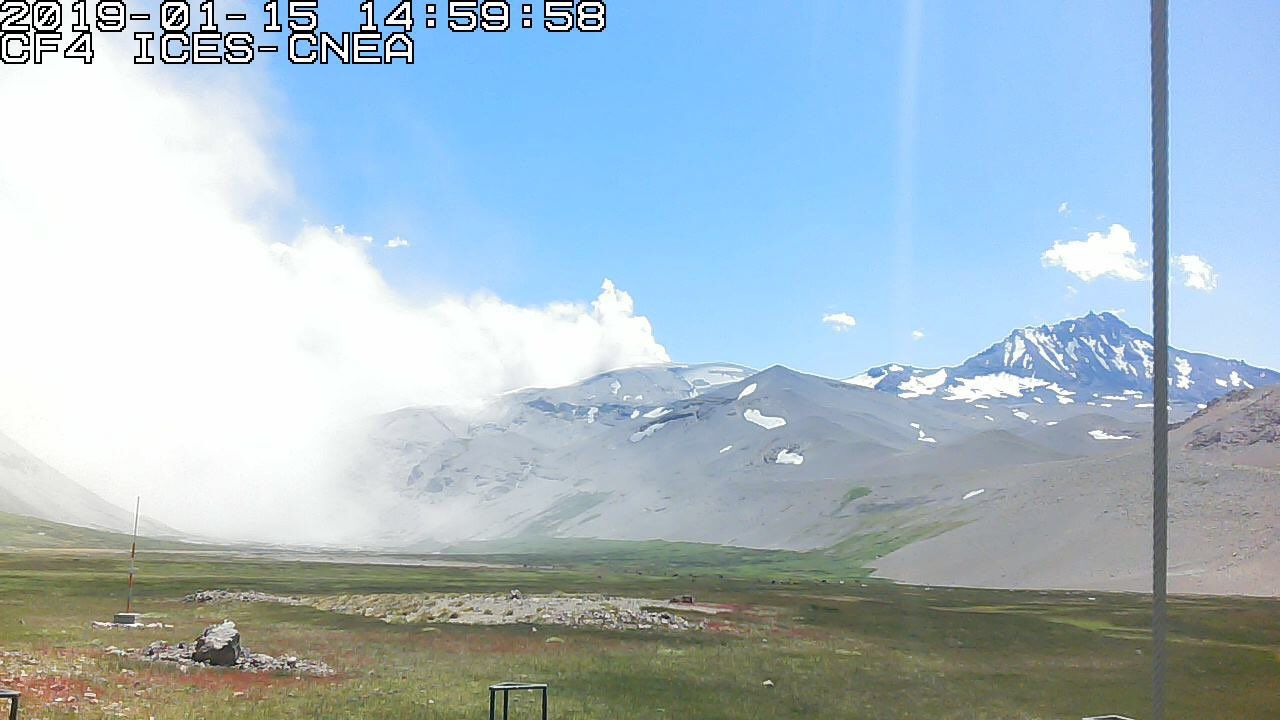 Planchon Peteroa - 15.01.2019, respectivement à 08h et 15h - webcam ICES - CNEA