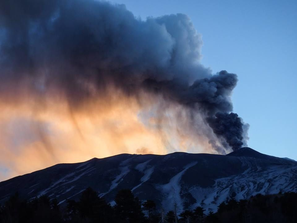 Etna - 19.01.2019 - dégazage et cendres au cratère NE - photo Gio Giusa