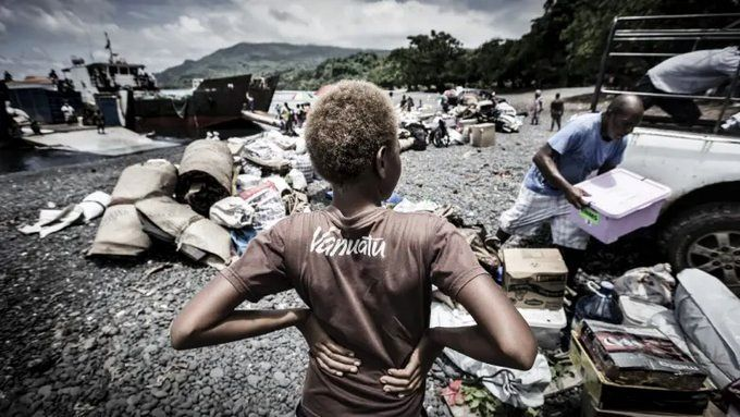 Ambae - A young boy watches his family unload their possessions before returning to the island - photo Paul Jones / Vanuatu Herald / 21.01.2019